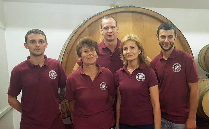 Екипът на Салла Естейт
